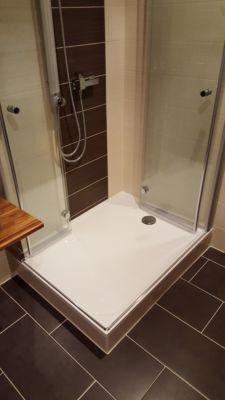 Edle Dusche in kleinem Bad